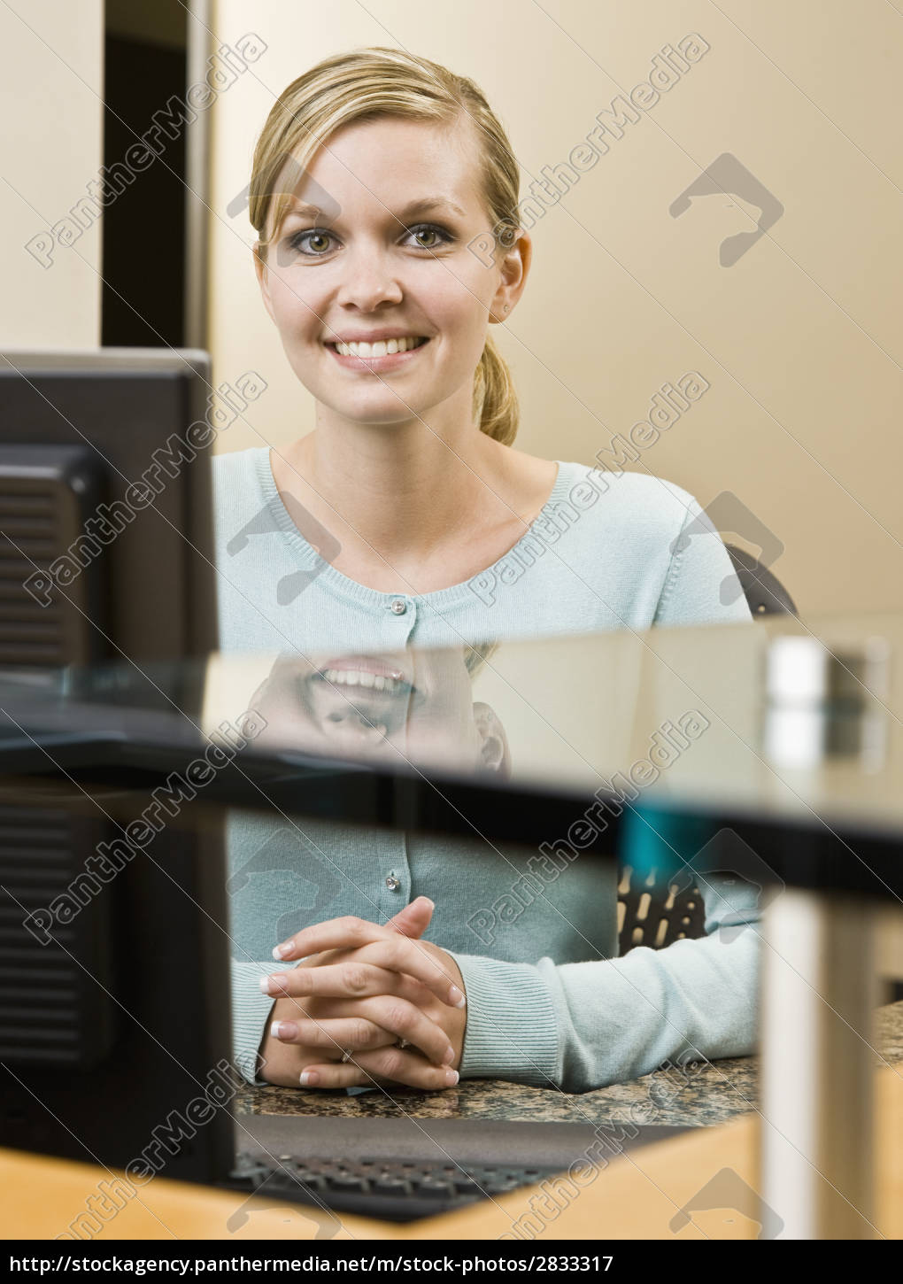 woman, office, laugh, laughs, laughing, twit - 2833317