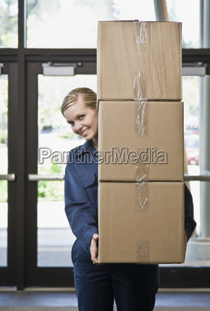 young, man, delivering, boxes - 2833535
