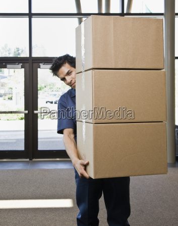 young, man, delivering, boxes - 2833949