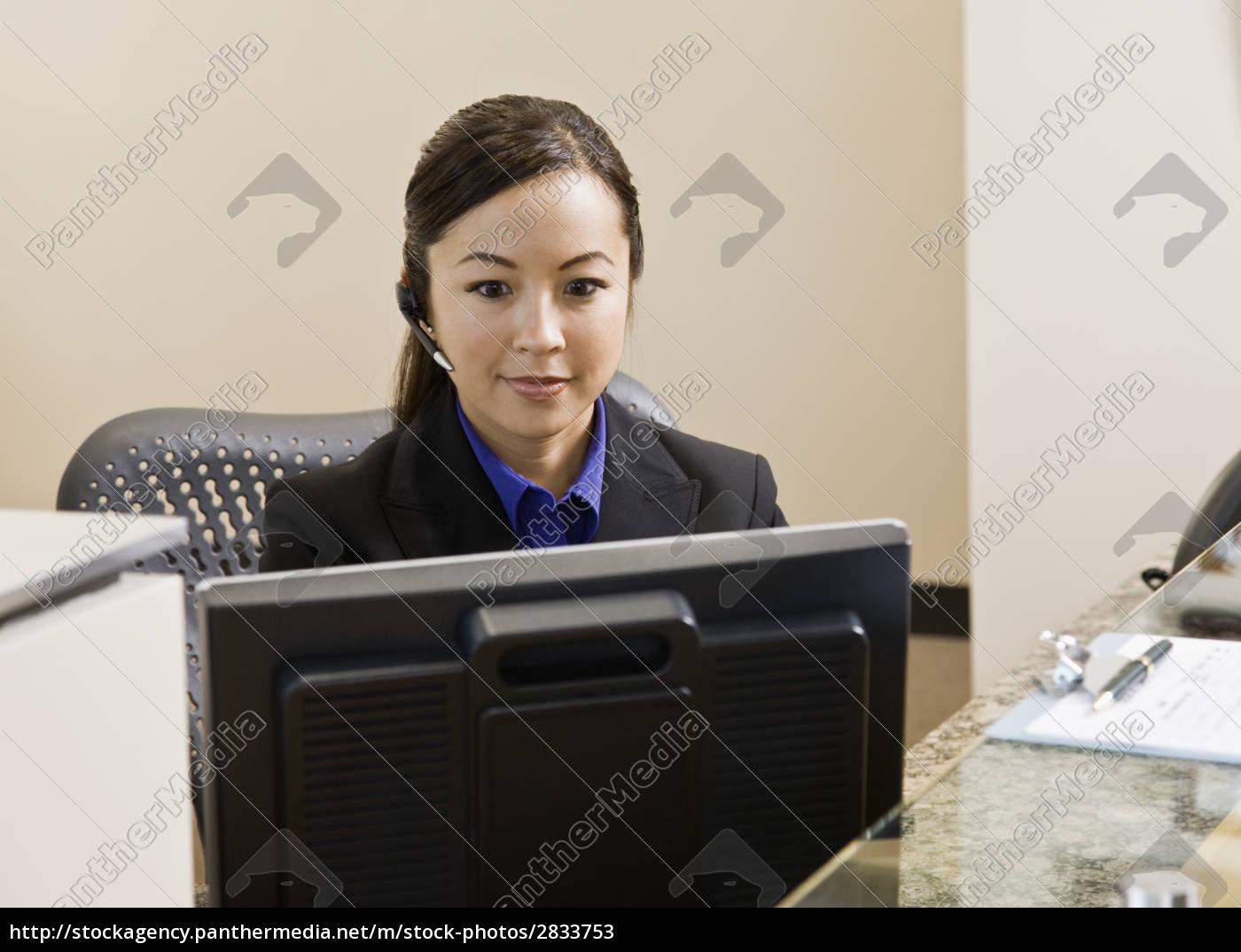 young, woman, at, computer - 2833753