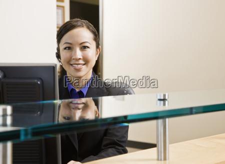 young, woman, at, computer - 2833905