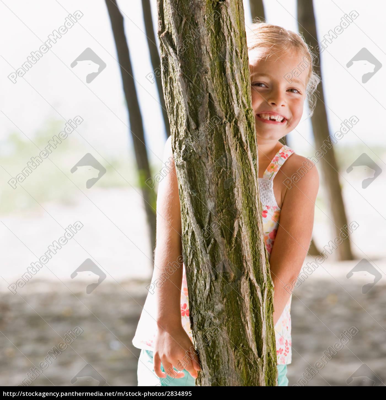 girl, hiding, behind, tree - 2834895