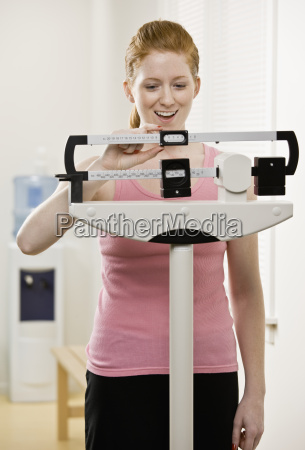 young, woman, weighing, self - 2834243