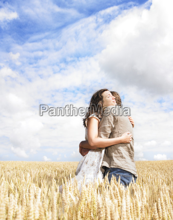 couple, hugging, in, wheat, field - 2837813