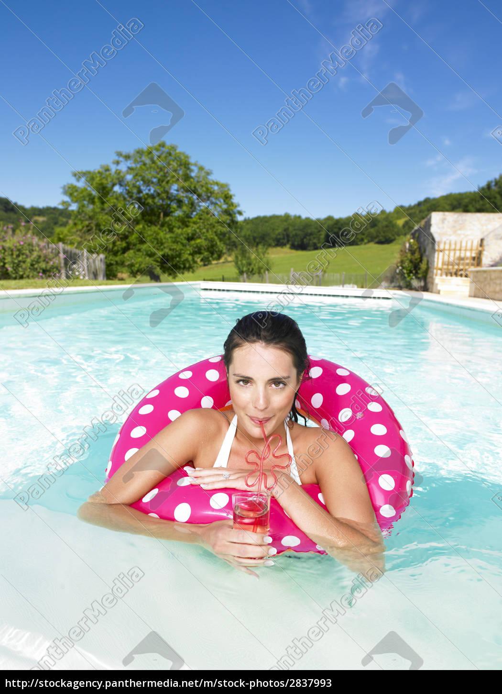 woman, in, pool - 2837993