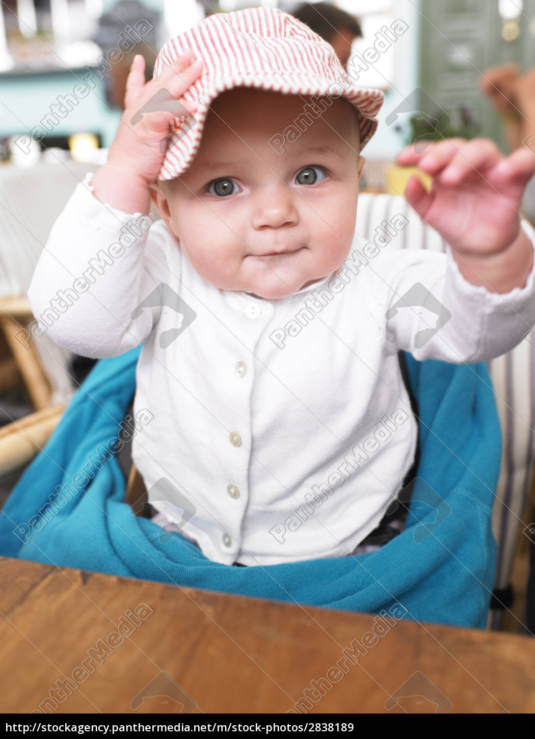 baby, at, table, in, restaurant - 2838189