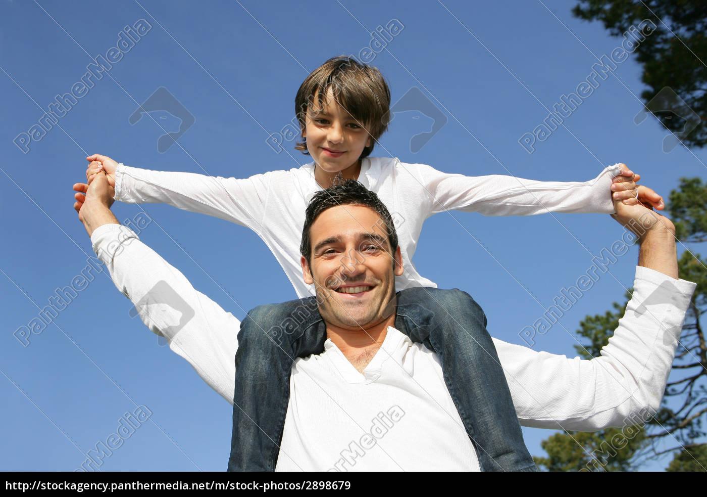 little, boy, sitting, on, the, shoulders - 2898679