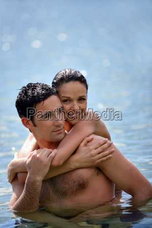 portrait, of, smiling, couple, in, swimwear - 2899191
