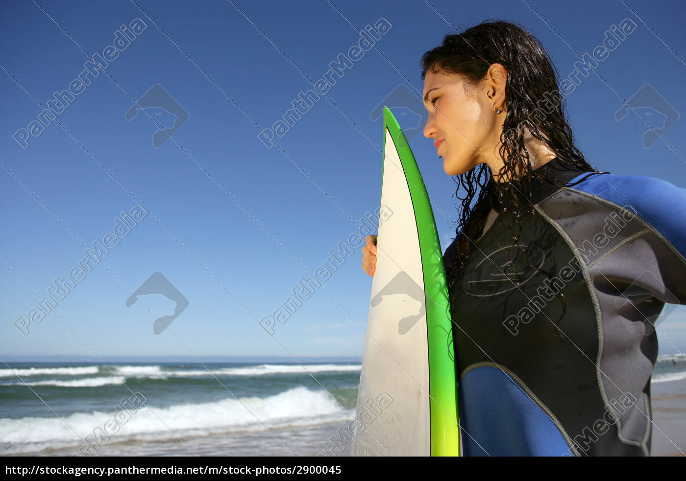 woman, to, the, sea, with, surfboard - 2900045