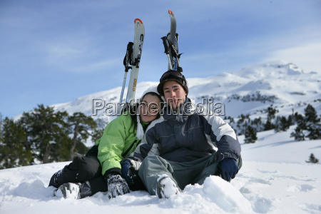 couple, sitting, in, the, snow - 2902597