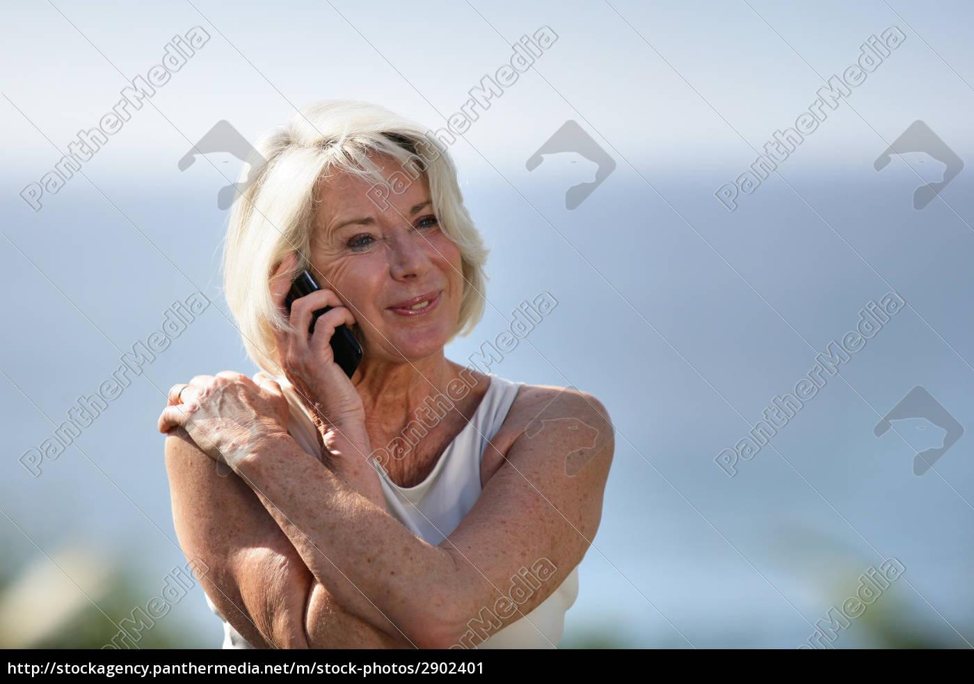 portrait, of, a, smiling, senior, woman - 2902401