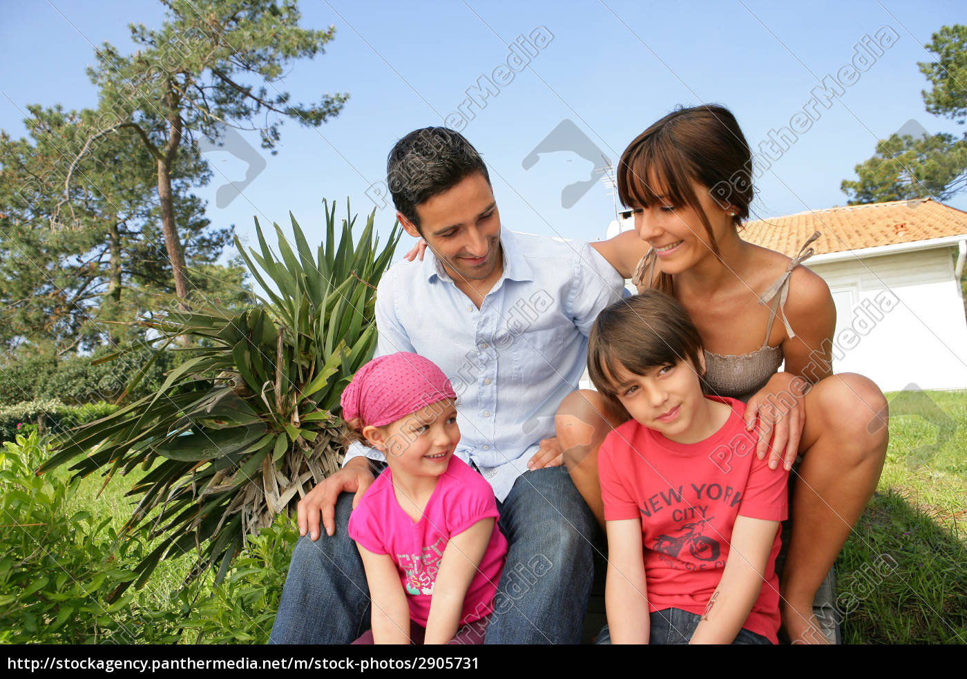 man, and, woman, with, smiling, children - 2905731