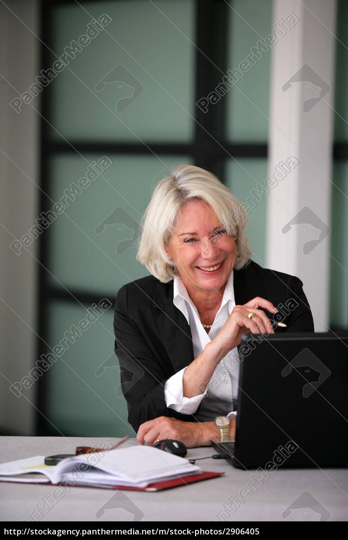 portrait, of, a, smiling, senior, woman - 2906405