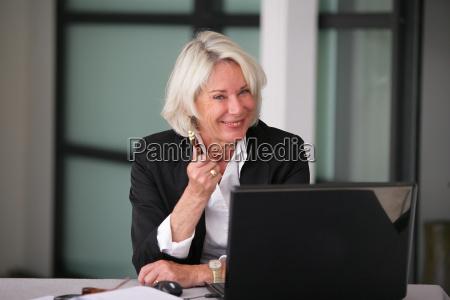 portrait, of, a, smiling, senior, woman - 2906457