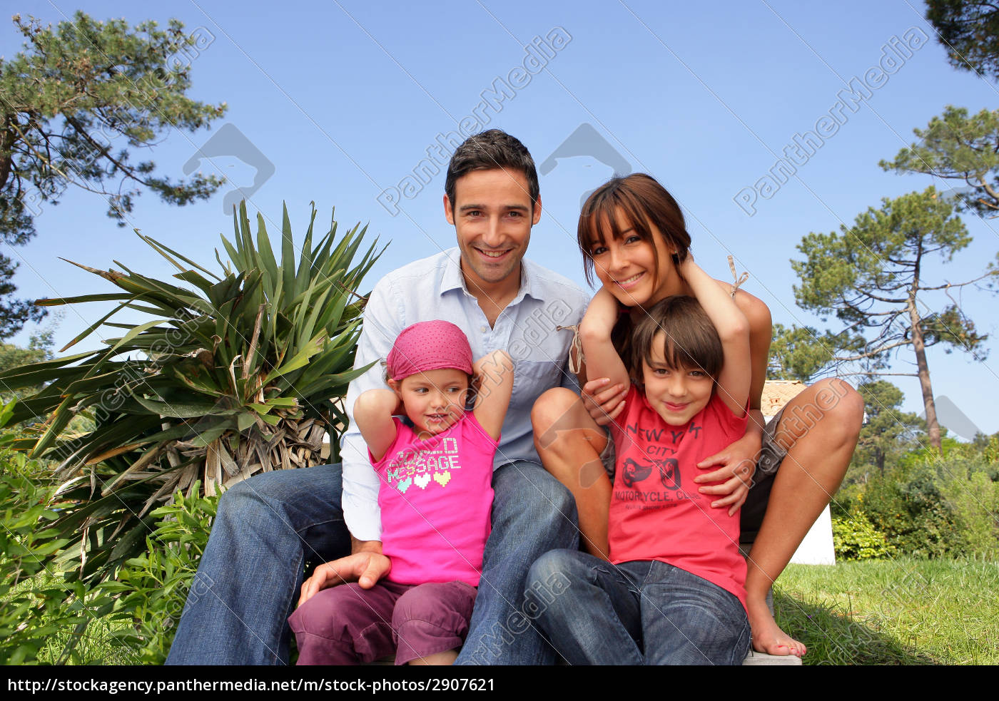 man, and, woman, with, smiling, children - 2907621