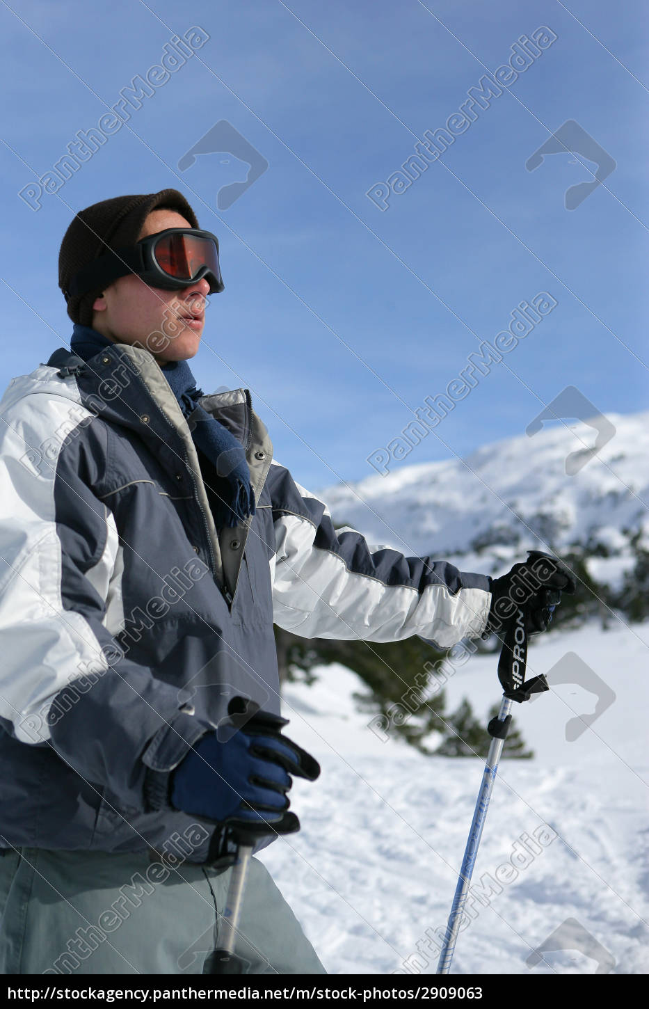 young, man, on, skis, in, the - 2909063