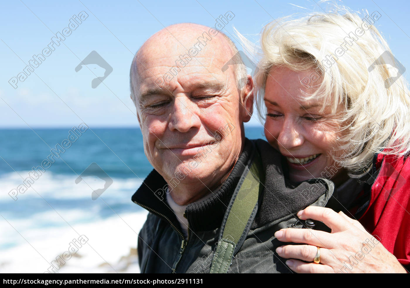 portrait, of, elderly, couple, at, sea - 2911131