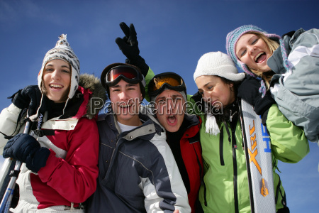 group, of, young, people, in, snow - 2912055