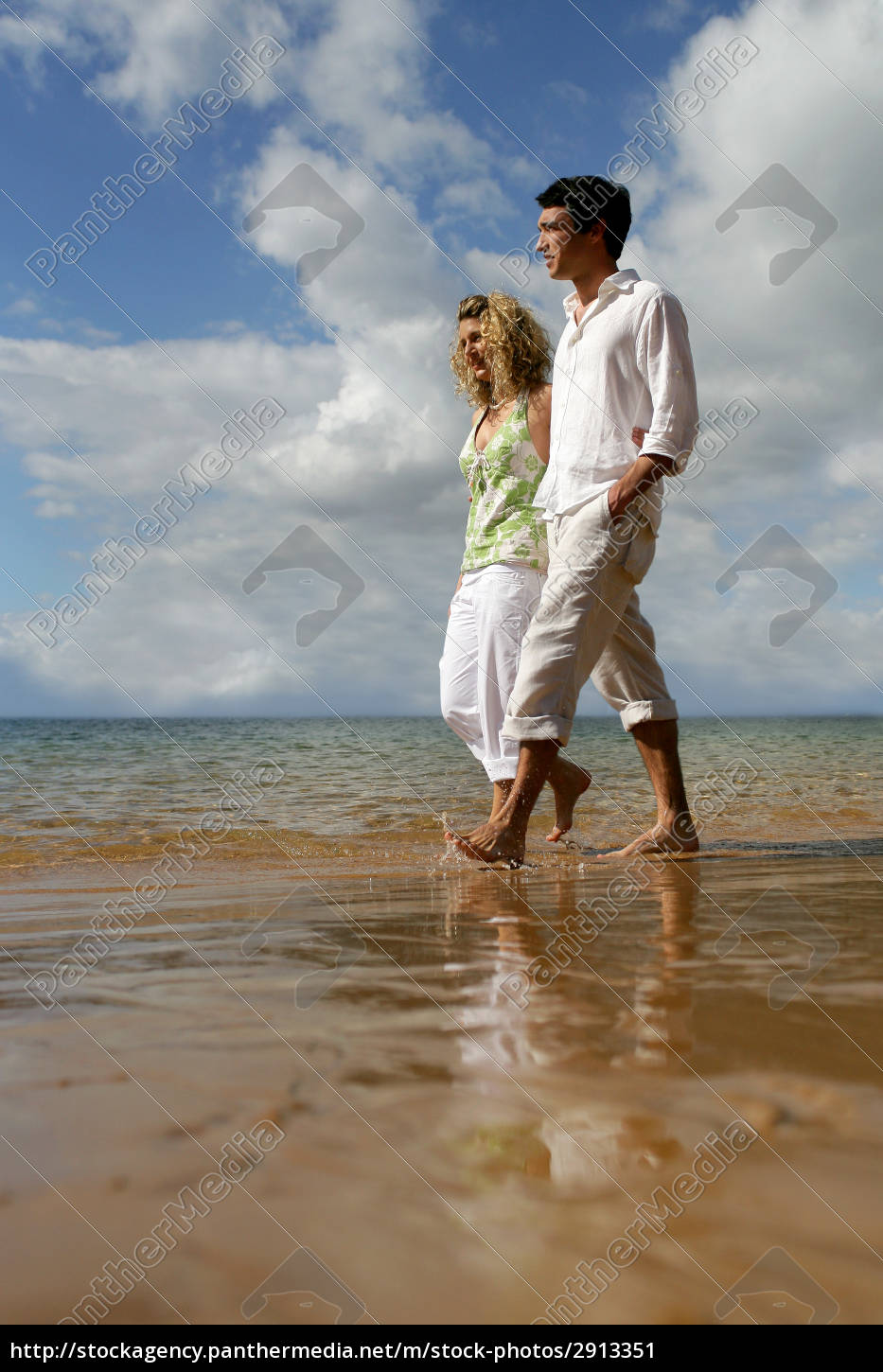 couple, walking, on, the, beach, to - 2913351