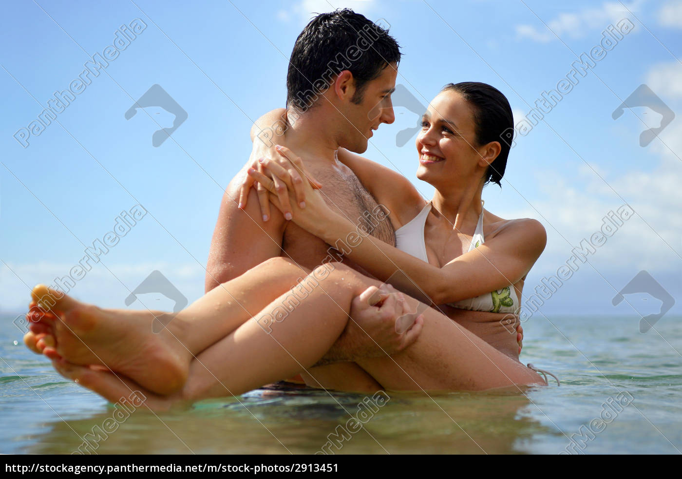 portrait, of, smiling, couple, in, swimwear - 2913451