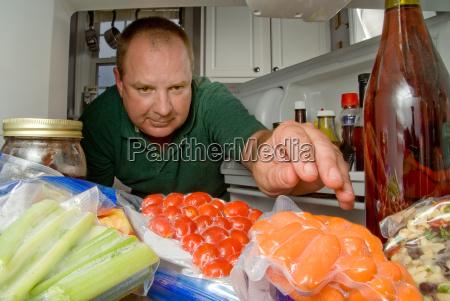 man, in, refrigerator - 2930223