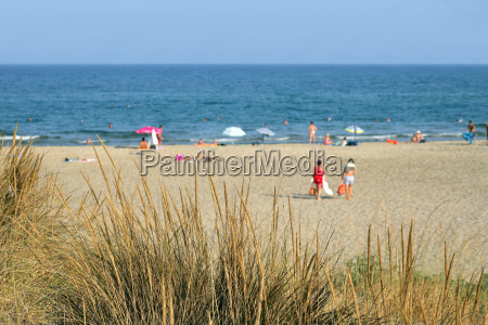 beach between sete and agde in