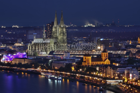 cologne, cathedral, at, night - 2976869