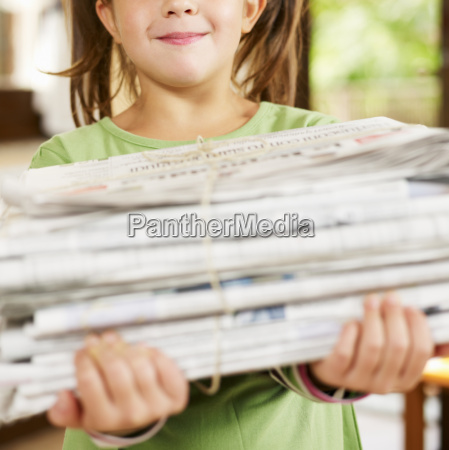 girl, recycling, newspapers - 2982859