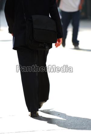 businessman, walking - 2990679