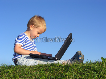 child, with, notebook, sit, blue, sky - 2999583