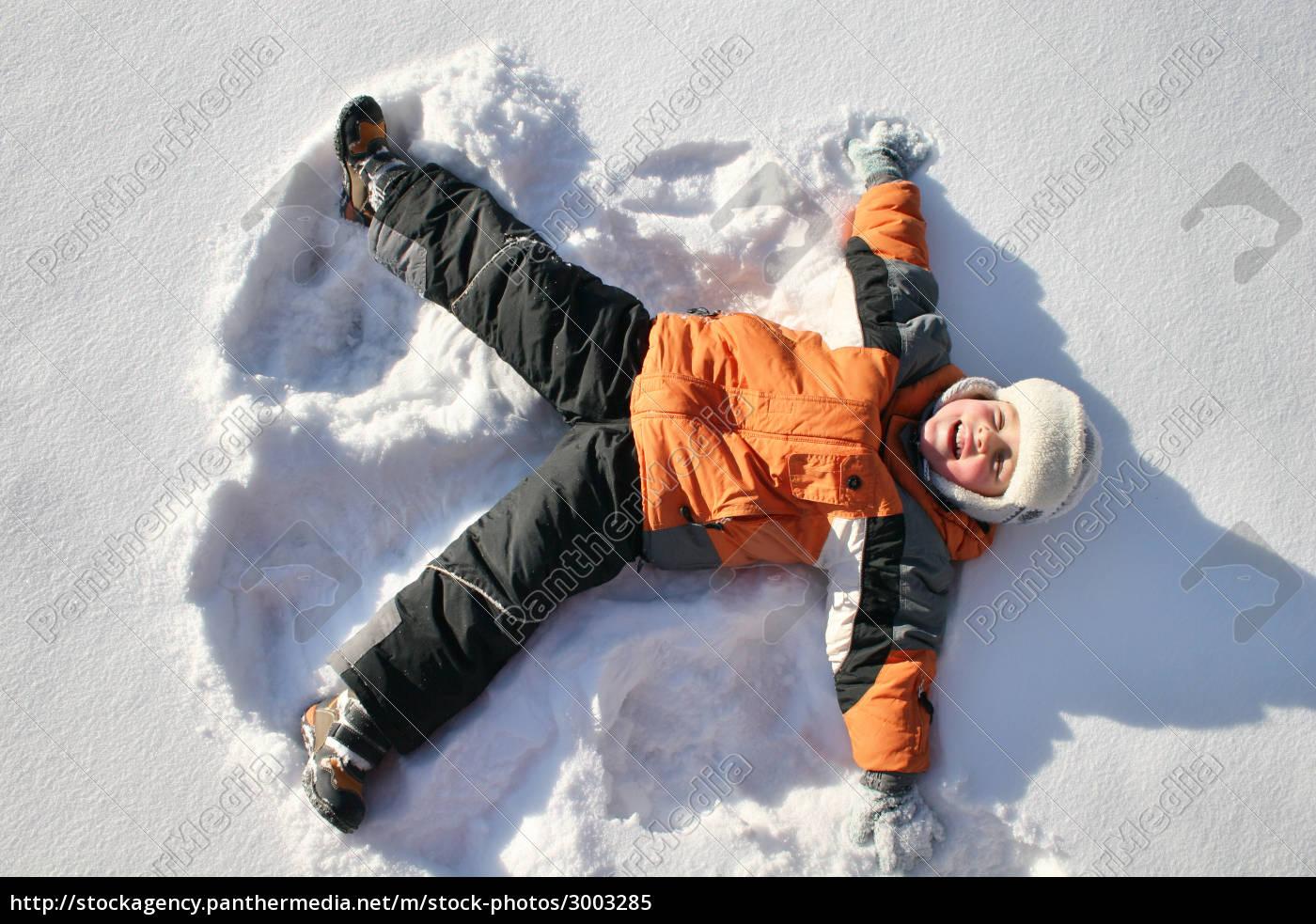 boy, lies, on, north, pole, snow - 3003285