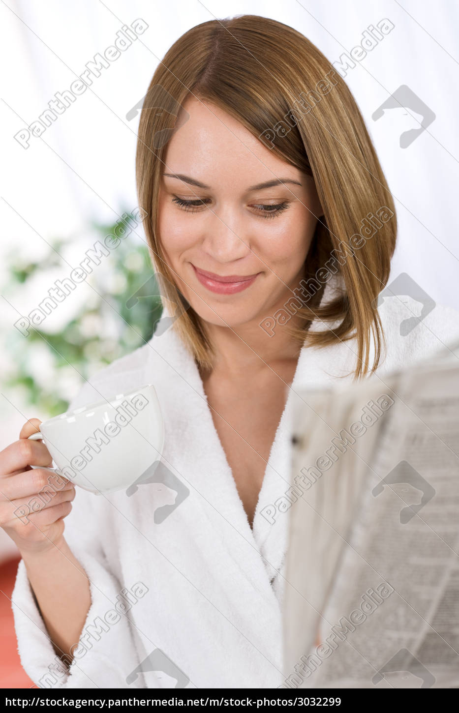 breakfast, -, happy, woman, reading, newspaper - 3032299