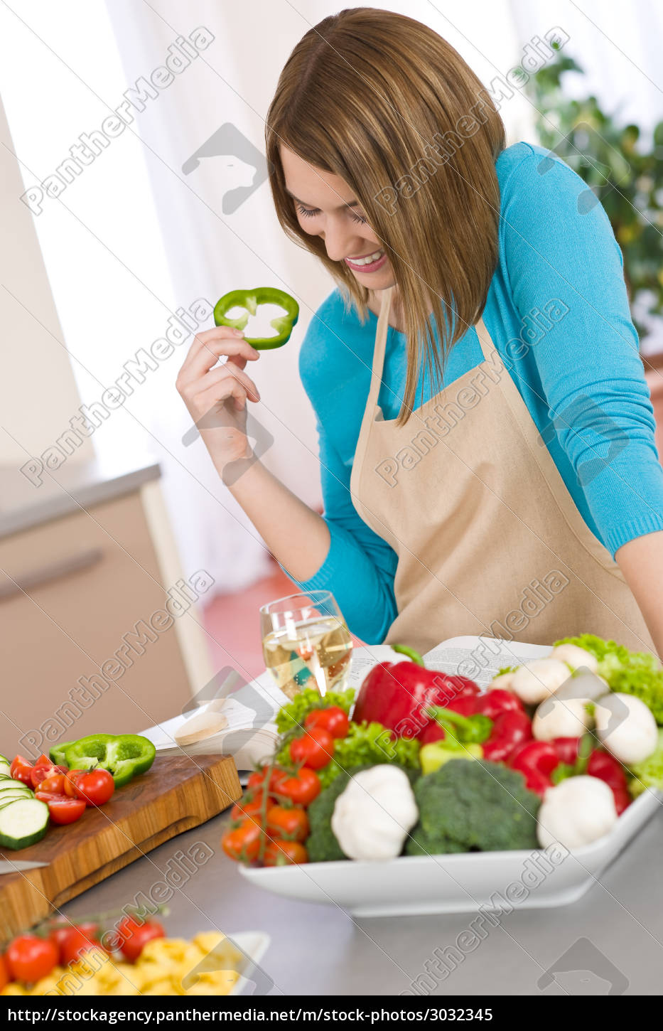 cooking, -, smiling, woman, reading, recipe - 3032345