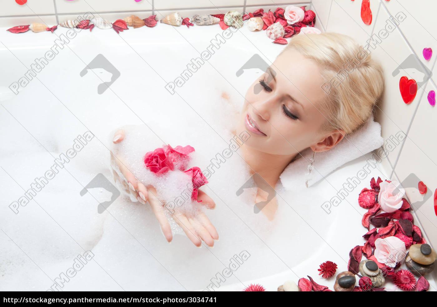 woman, bathing - 3034741