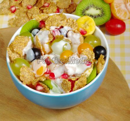 muesli, with, fruit, and, yoghurt - 3040291