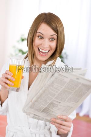 breakfast, -, smiling, woman, reading, newspaper - 3044937