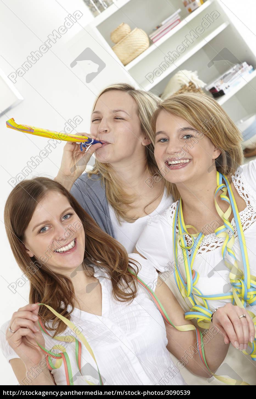 celebrate, girlfriends - 3090539