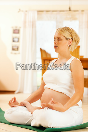 pregnant, woman, is, doing, yoga - 3111393