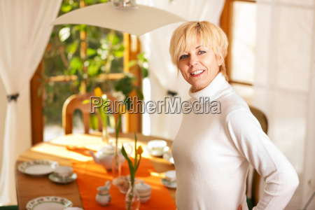woman, covers, home, the, coffee, table - 3111627