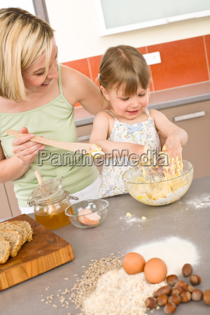 baking, -, woman, with, child, preparing - 3121933