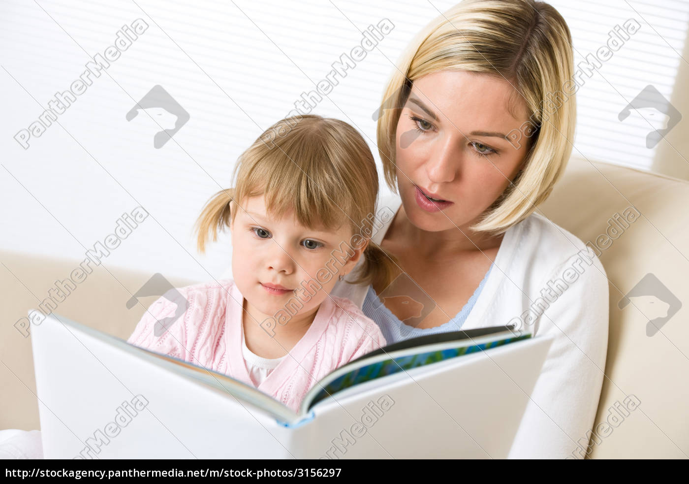 mother, with, little, girl, read, book - 3156297