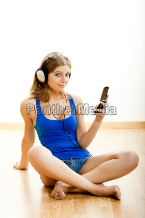 young, woman, listen, music - 3162939