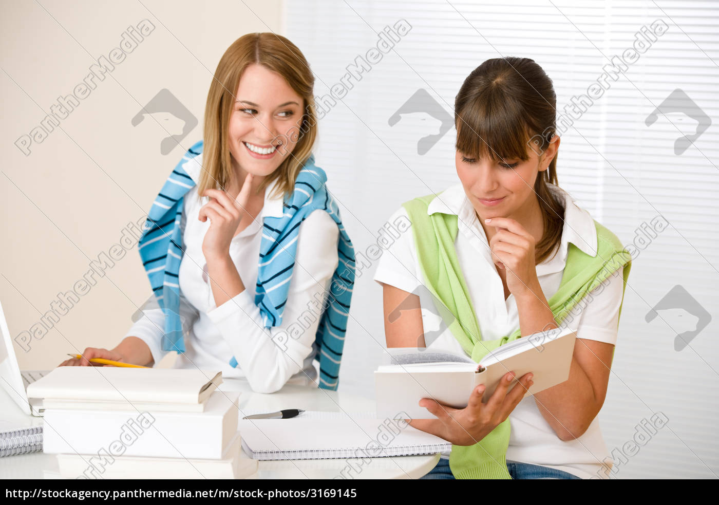 student, at, home, -, two, woman - 3169145