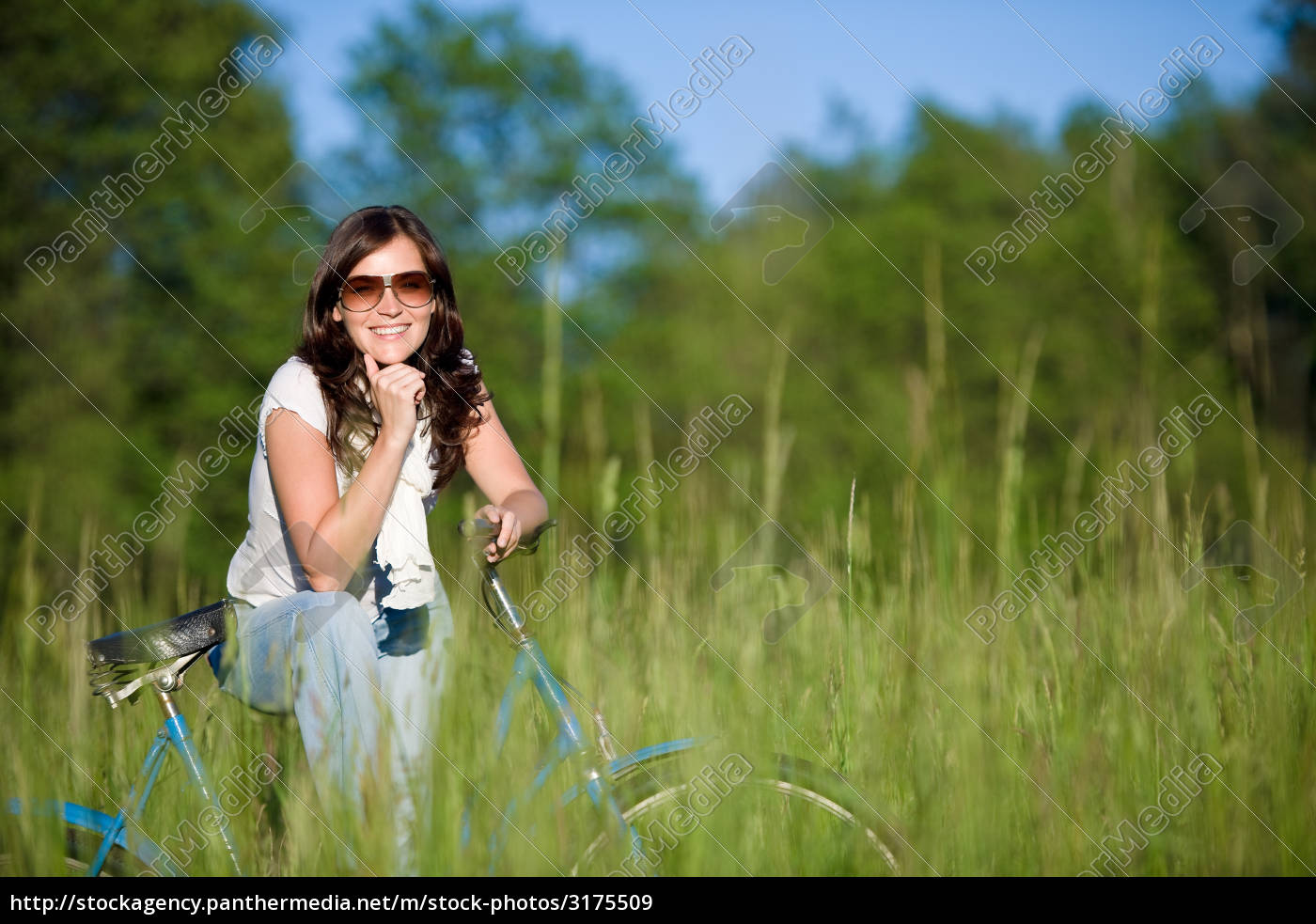 woman, with, old-fashioned, bike, in, meadow - 3175509