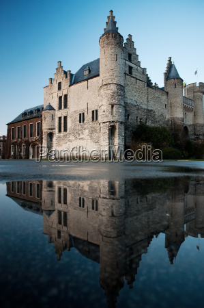 het steen castle and reflection