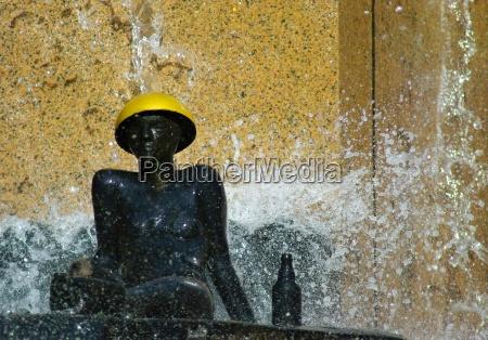 berlin sculpture at wasserklops fountain