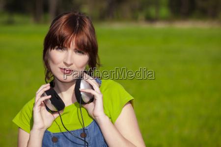 happy, woman, listen, music - 3207727