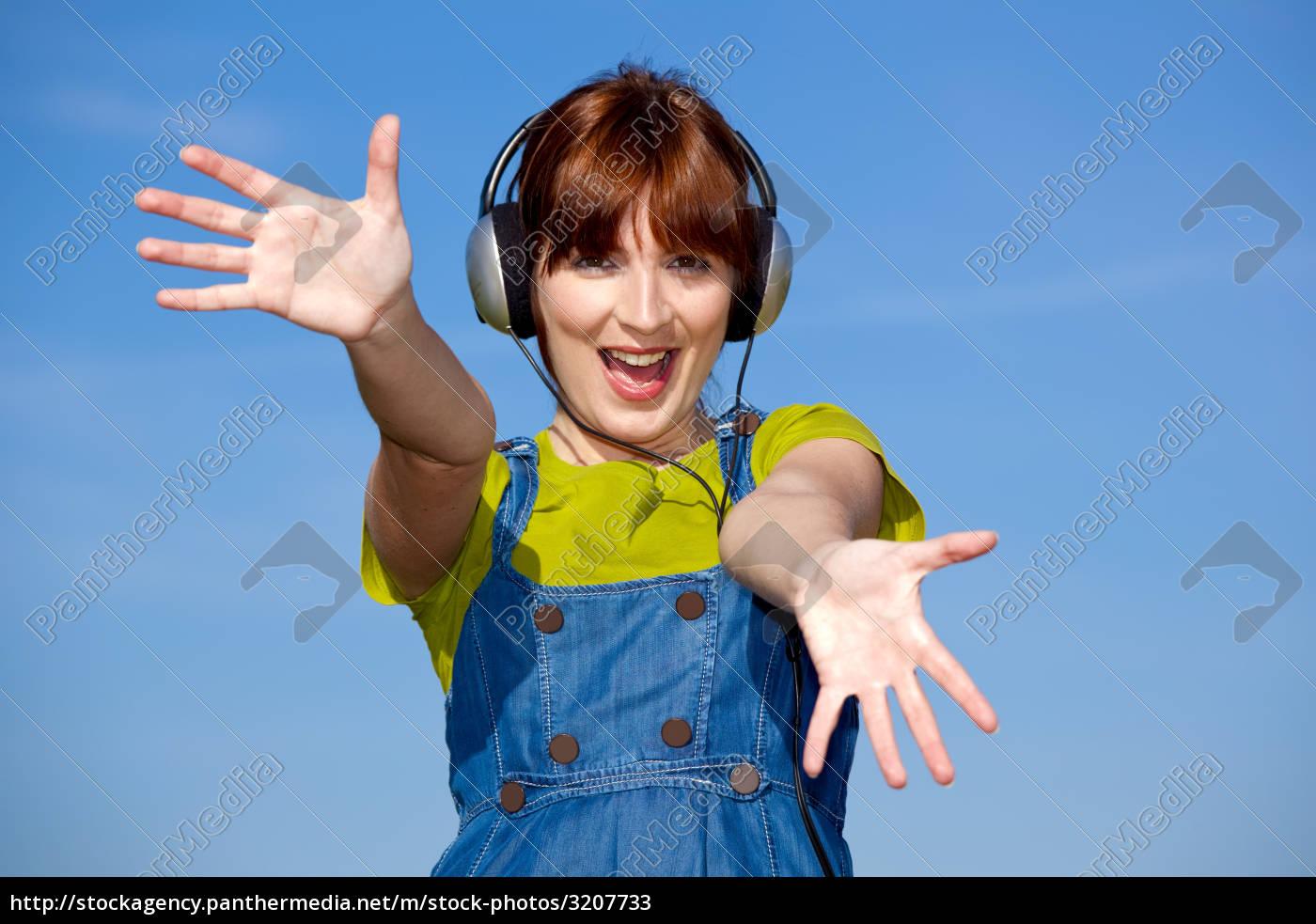 woman, music, spring, bouncing, bounces, hop - 3207733