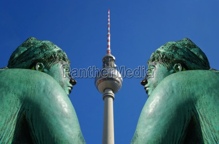 woman sculpture of neptune fountain berlin