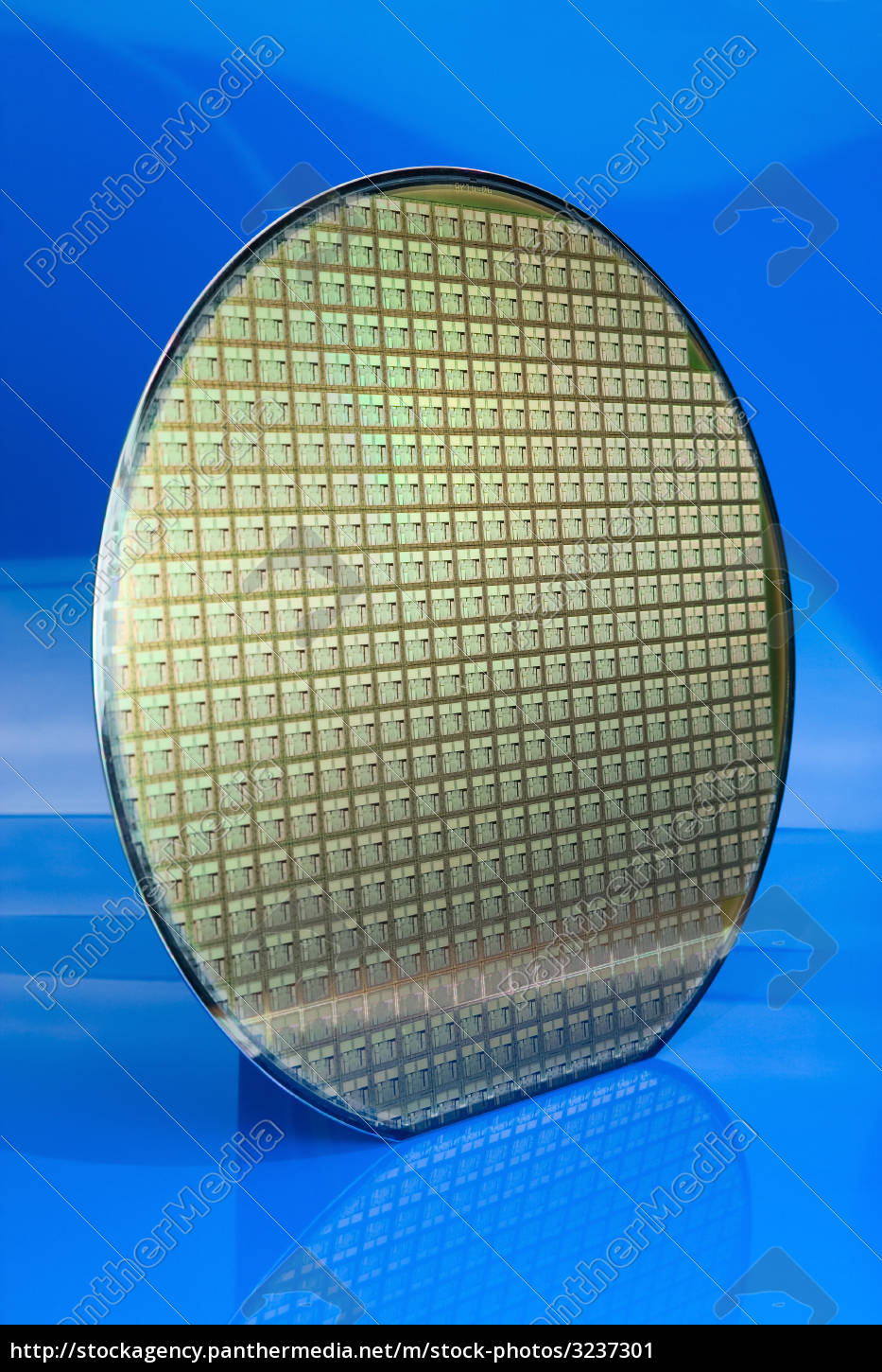 silicon, wafer, on, blue, background - 3237301